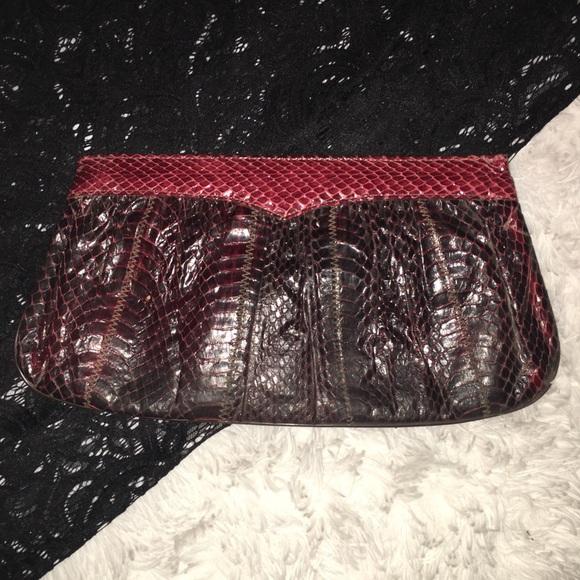 Handbags - Vintage snakeskin clutch